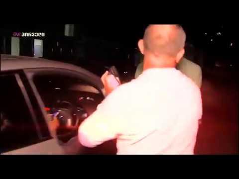 ჟურნალისტის კითხვებით გაღიზიანებული გოგა ხაინდრავა საკუთარ მძღოლს კალთაში ჩაუჯდა (ვიდეო)