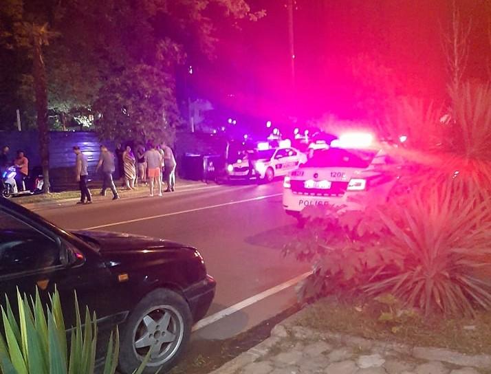 სროლა ქობულეთში. თვითმხილველების თქმით გასროლა სუსის ავტომობილიდან მოხდა