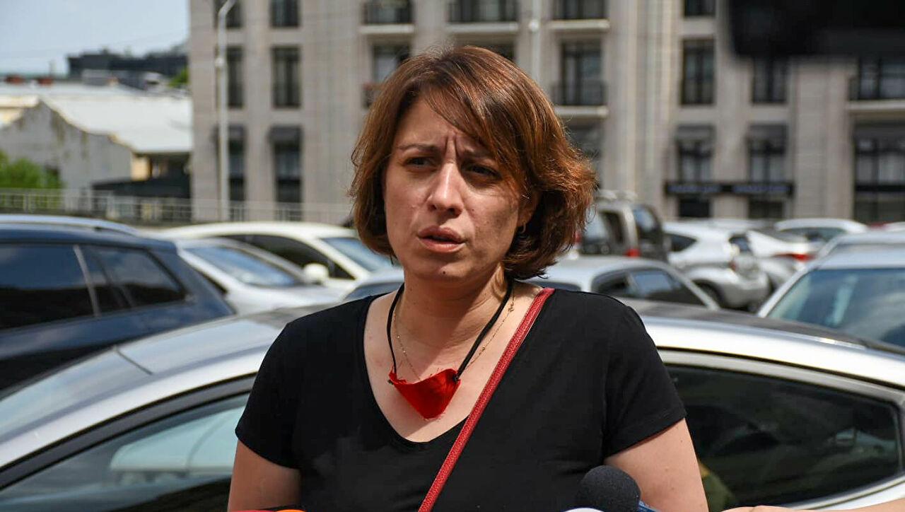 """""""სისხლიანი"""" ბანერები ქვეყანაში – ელენე ხოშტარიამ ცესკოში საჩივარი შეიტანა"""